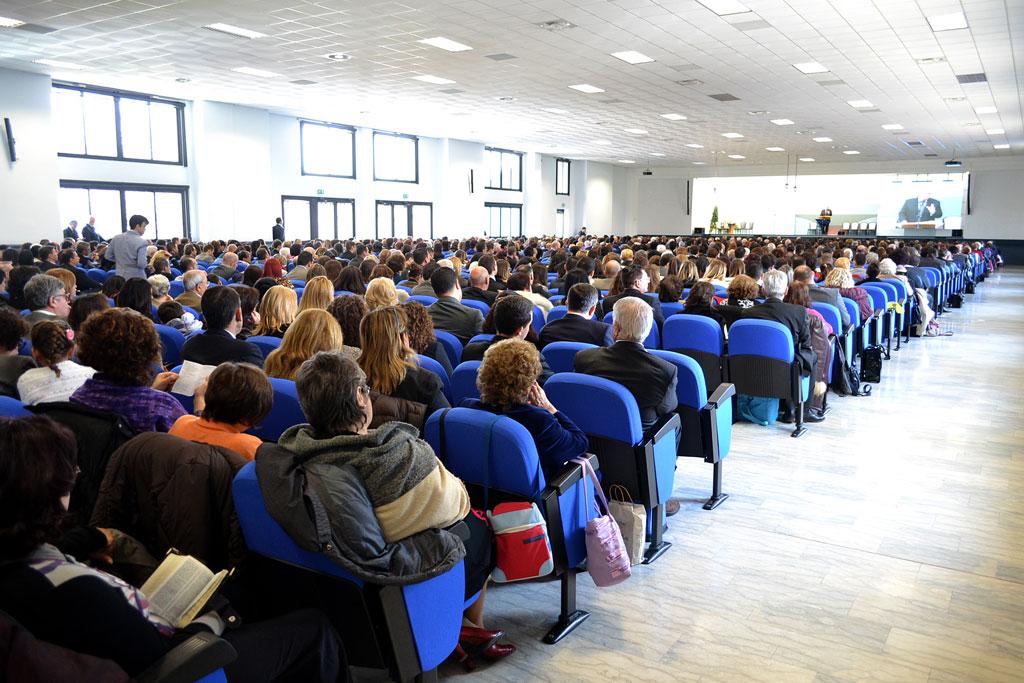 Salone interno della Sala delle Assemblee dei testimoni di Geova